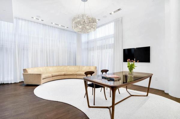Интерьер в квартире Шейк выполнен в светлых тонах