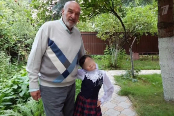 У Азимы есть 10-летняя дочь Мелания