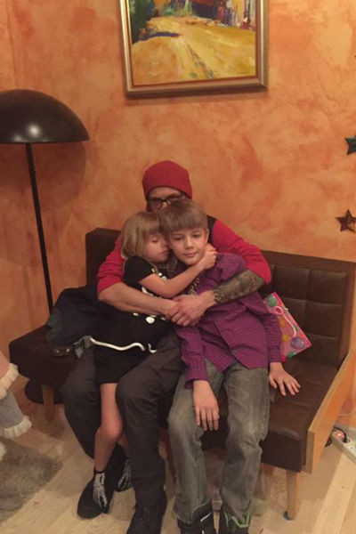 Сергей Сакин с детьми