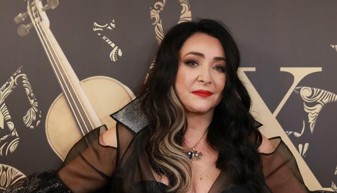 Лолита и Ольга Бузова пришли в голых нарядах на премию «Золотой хит»