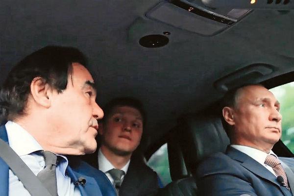 За рулем машины Стоун снимал и Фиделя Кастро