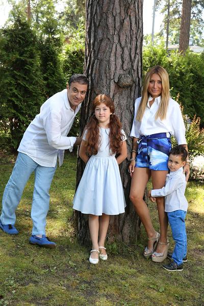Жанна подарила супругу дочь и сына