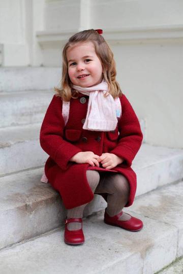 Шарлотта любит яркую верхнюю одежду