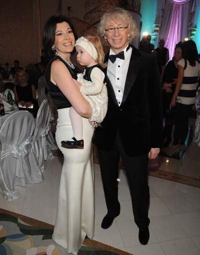 Аркадий Укупник с женой Натальей и дочкой Соней