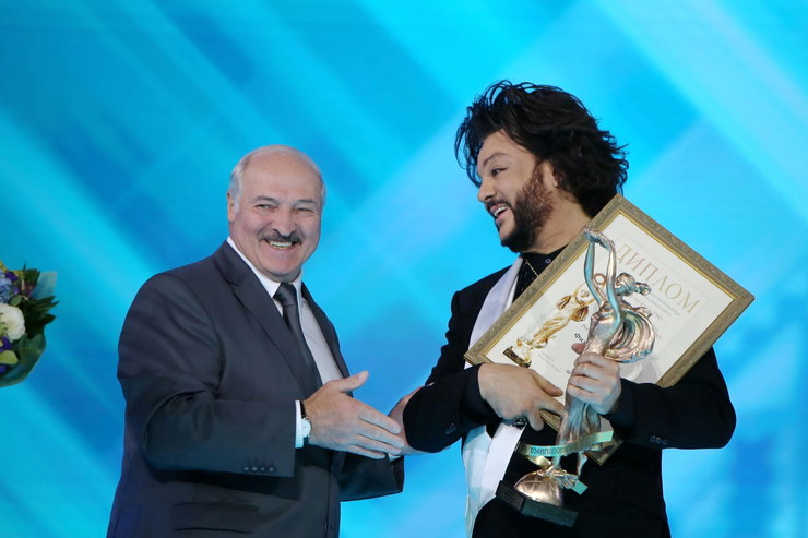 Александр Лукашенко вручил Киркорову специальную награду