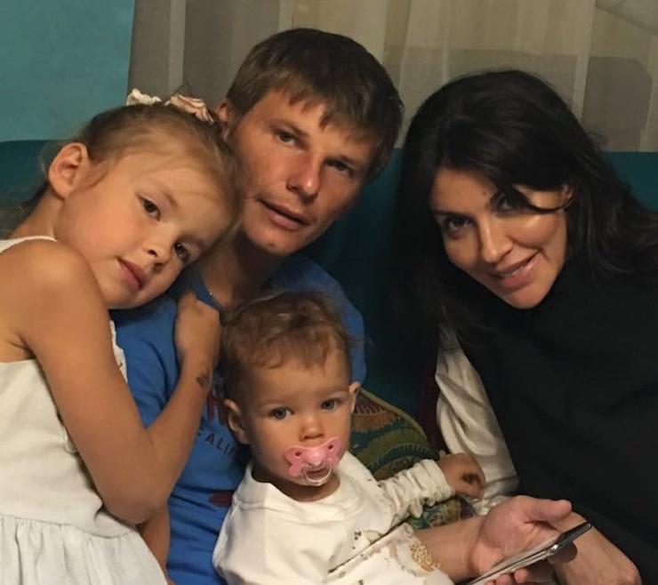 Андрей и Алиса Аршавины с детьми