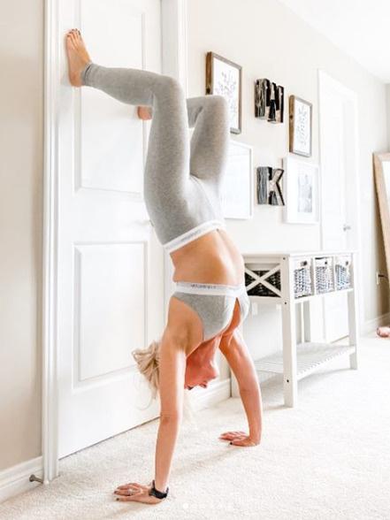 Будучи полной, женщина не могла позволить себе такое упражнение