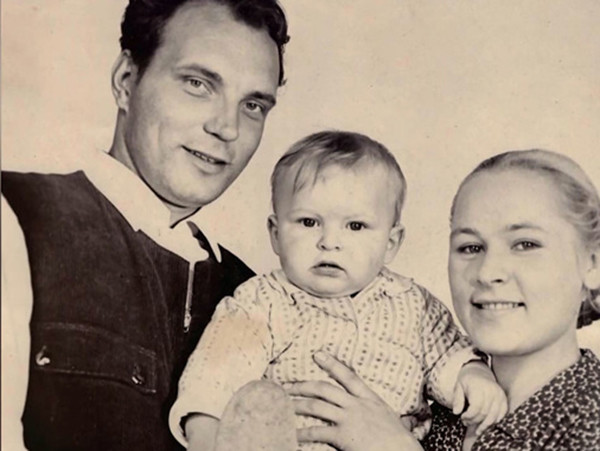 Данила родился в семье актеров