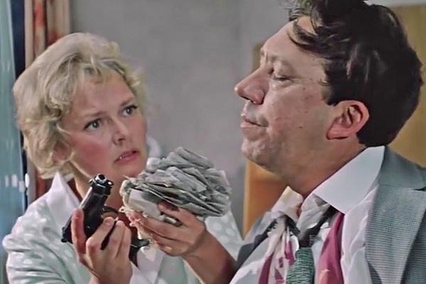 В «Бриллиантовой руке» Нина Гребешкова сыграла жену главного героя