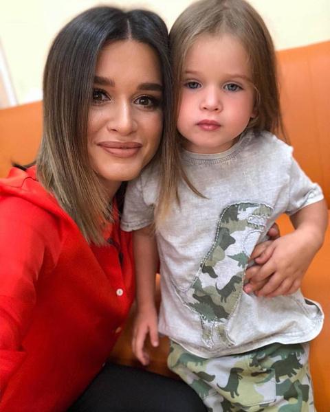 Ксения делает все, чтобы ее дочери получали лучшее образование
