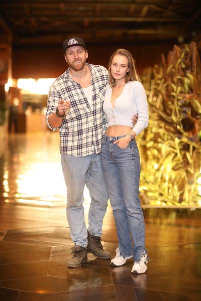 Данила Якушев с девушкой