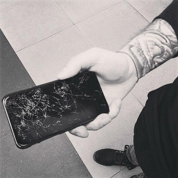 Поводом сделать такой подарок для девушки стал разбитый телефон Егора Крида