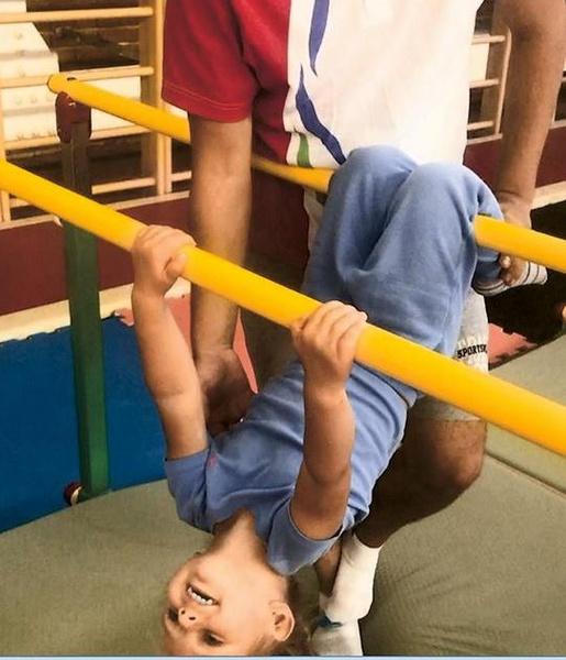 Гимнастику малышка полюбила с первого урока