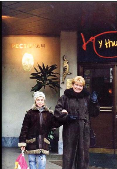 В 90-е годы с мамой Радой Викторовной у Цирка на Цветном