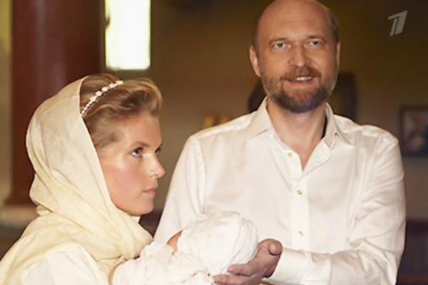 Долгое время Сергей не разводился с бывшей женой, хотя уже был в отношениях с Александрой