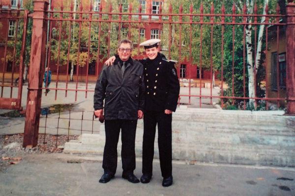 Во время увольнительных к Дане приезжал отец - Валерий Козловский