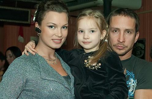 Данко с женой Натальей и старшей дочкой Соней