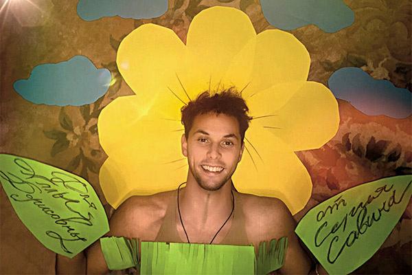 «Мой цветок – это я сам, а луг,   где я лежу, – это шоу «Фактор А»,   на котором Алла Борисовна была   главным судьей и выбрала меня   победителем»