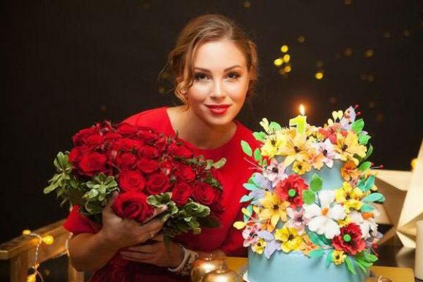 Полина Диброва и подарки