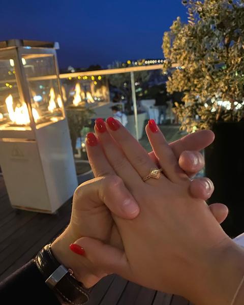 Жанна похвасталась обручальным кольцом от любимого