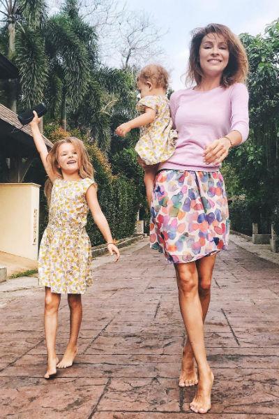 Елена счастлива во втором браке и воспитывает двух дочерей