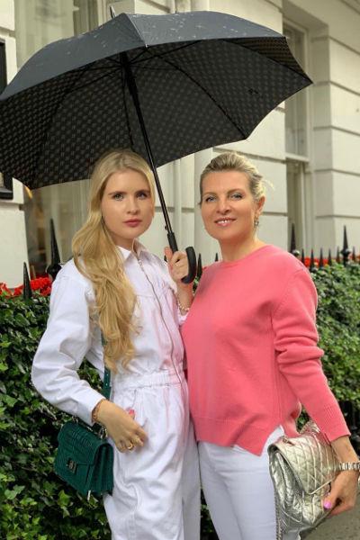 Эмма с дочерью Устиньей
