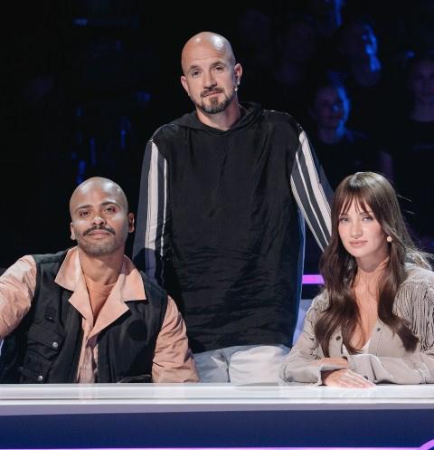 Девушка, победившая рак, и дуэт «сладкие попки»: кто они – герои первого выпуска шоу «ТАНЦЫ»