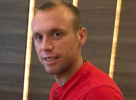 Денис Глушаков продает двухэтажный особняк за 300 миллионов