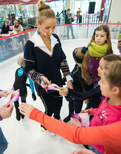 Дети взяли автограф у звезды спорта