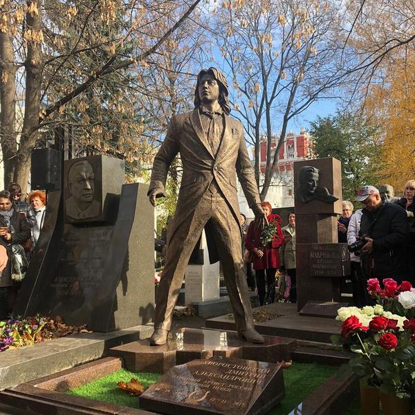 Памятник Хворостовскому на Новодевичьем кладбище