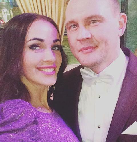 Степан Меньщиков поделился пикантным фото жены
