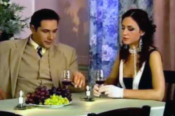 С будущей женой Надеждой Бахтиной Никитин познакомился на съемках сериала «Дьявол из Орли»