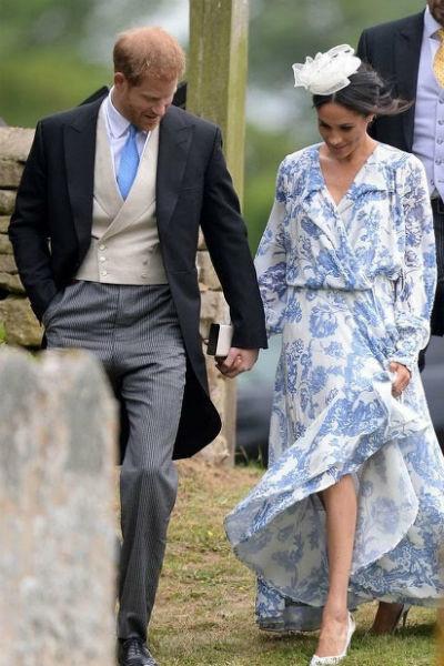 В схожем наряде когда-то появлялась на публике принцесса Диана