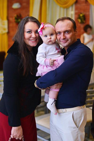 Жена Анна подарила артисту дочь Лизу