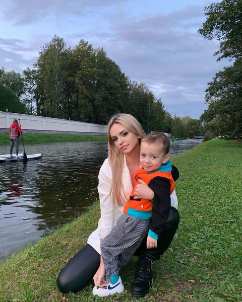 Милана старается быть хорошей мамой
