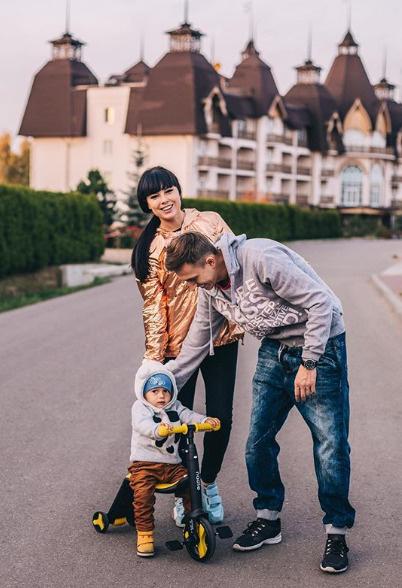 Нелли с мужем и сыном