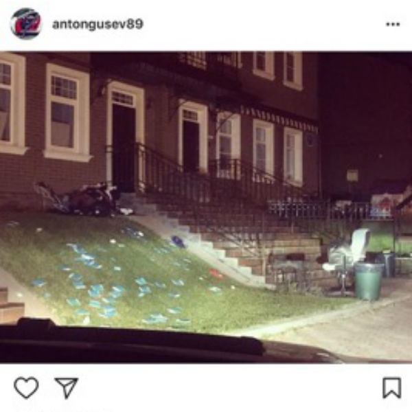 Антон увидел свои вещи около дома