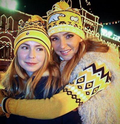 Татьяна Навка со старшей дочерью