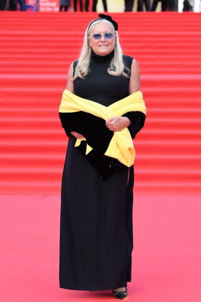 Татьяна Михалкова дополнила черное платье яркой деталью
