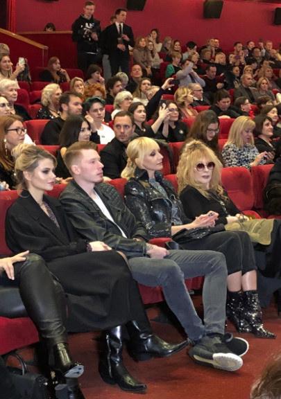 Близкие поддержали Пугачеву на премьере фильма