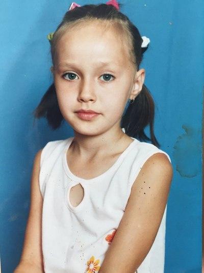 Анастасия Костенко в детстве