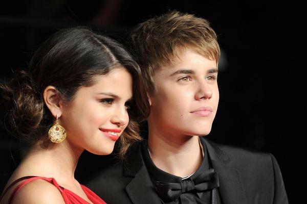 В личной жизни звезды тоже не все гладко: сначала она рассталась с Джастином Бибером, а потом и с The Weeknd
