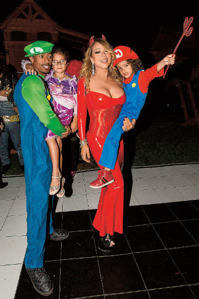 На домашней вечеринке Кэри, ее бывший супруг и дети выглядели крепкой семьей