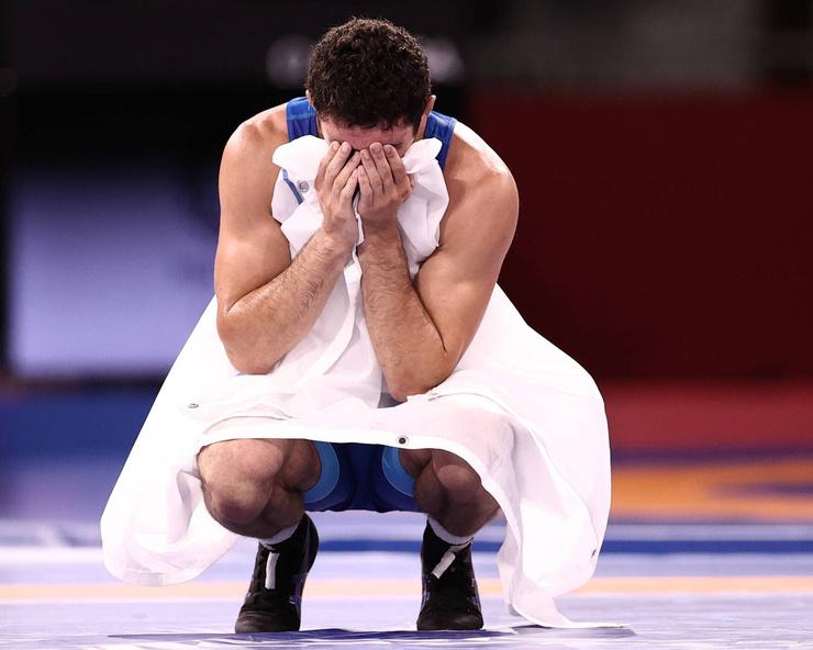 Сидаков не мог сдержать эмоций, узнав о своей победе