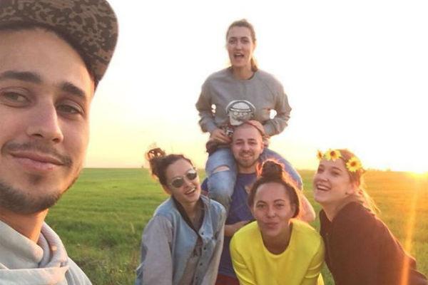 Полина и Никита с друзьями