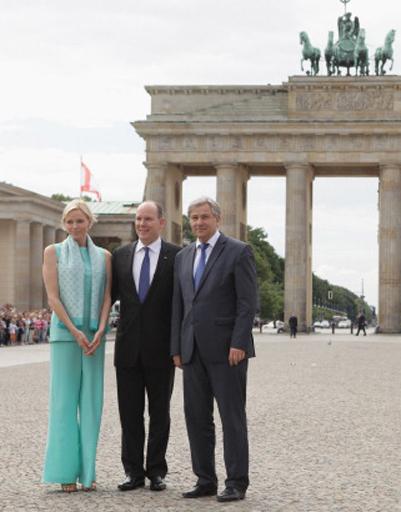 Фото с мэром Берлина на фоне Бранденбургских ворот