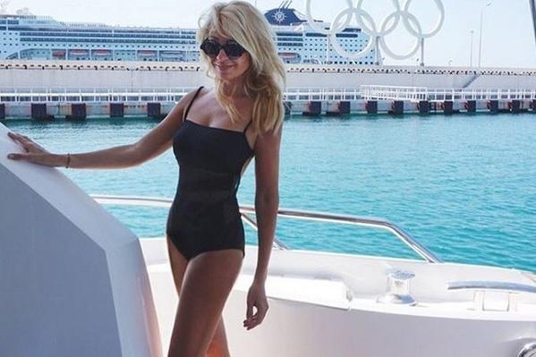 Яна Рудковская не стесняется демонстрировать подтянутую фигуру