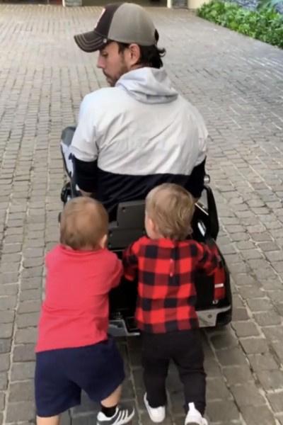 Энрике Иглесиас проводит много времени с детьми