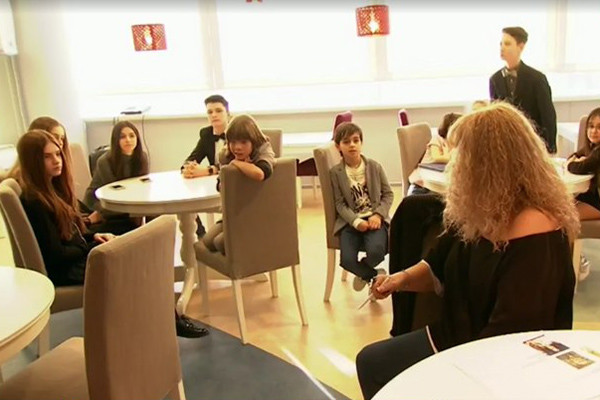 Алла Борисовна со своими юными воспитанниками