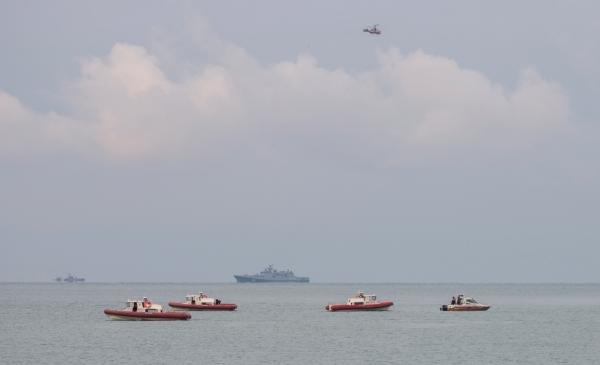 Спасатели продолжают поиск тел погибших в авиакатастрофе